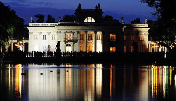 מוזאון ארמון Lazienki-krolewskie על המיים