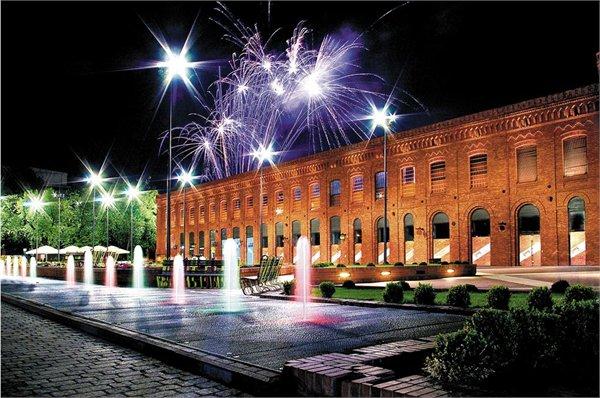 מרכז קנייות MANUFACTURA  ב Lodz