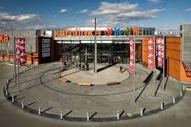 מרכז קניות CH Karolinka באופולה
