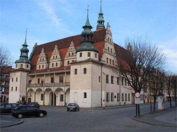בניין עירייה ב Brzeg - Oploskie