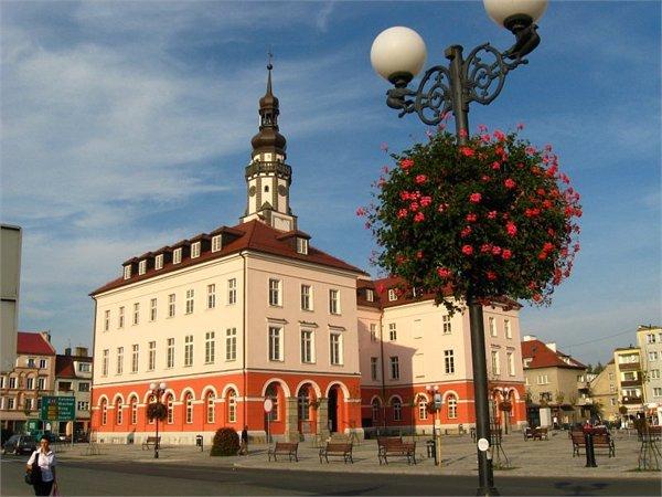 בניין העירייה ב Grodkow - Oploskie